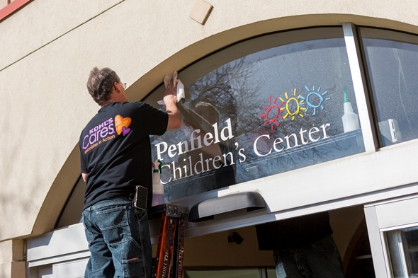Kohl's volunteer at Penfield Children's Center