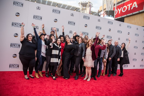 The full group of Kohl's Yes2You Rewards members on the red carpet